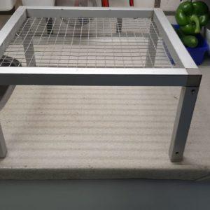 #006 Voer tafel 30 x 30 x 15 cm